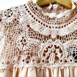 Forever 21 Tops - Forever 21 pink lace crotchet flowy blouse